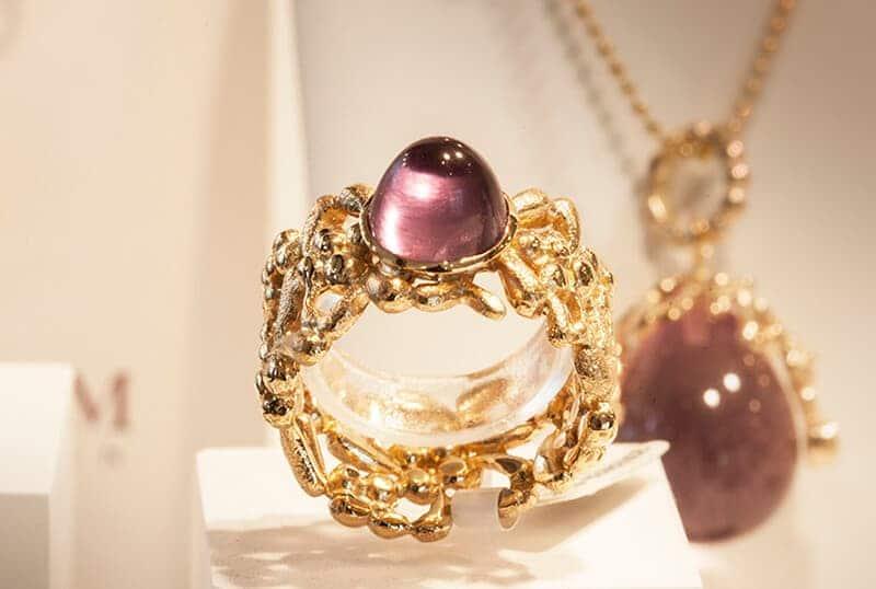 Guldring med sten til salg