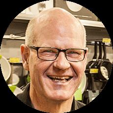 Portrætbillede af Jørgen Brandt, medarbejder i Køkken&Hjem