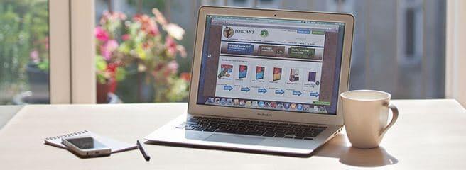 Bærbar med webshop med vores webshop-tilvalg på skrivebordet