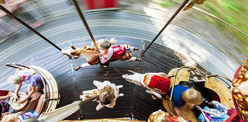 Karusel med heste i Tivoli Friheden set oppefra