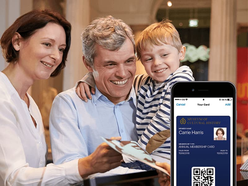 Familie der køber et digitalt medlemskort til Kulturhistorisk Museum.