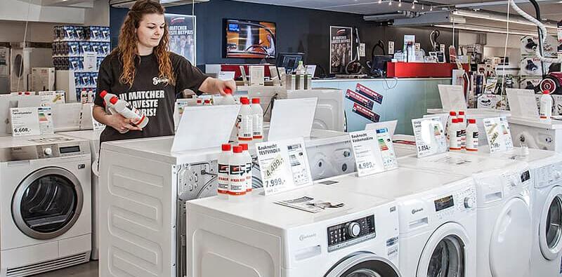 Ekspedient ved vaskemaskiner hos WhiteAway & Skousen, reference