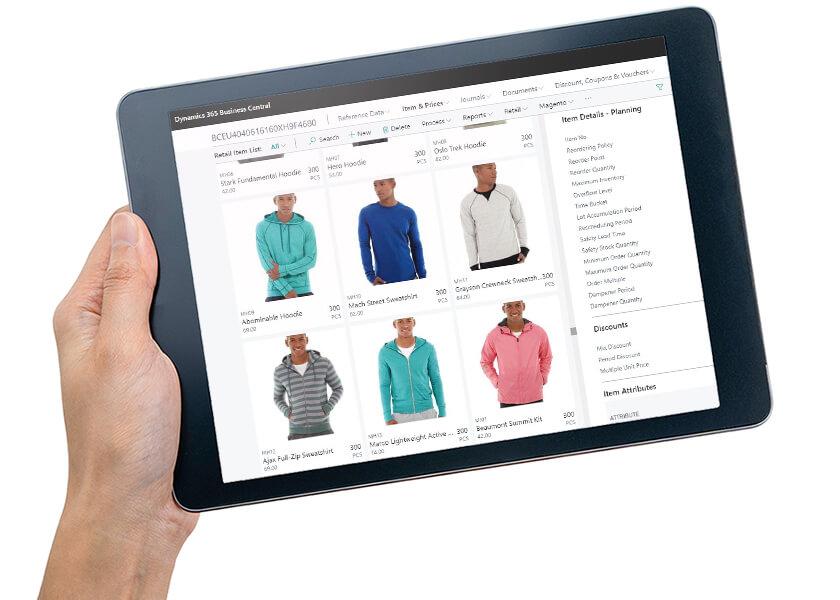 Tablet holdt i hånd med Business Central Inventory Management